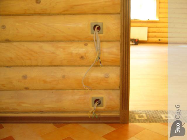 Сделать электрику в доме из бруса